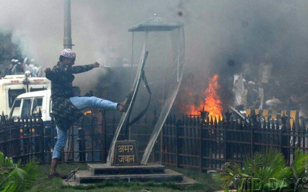 मुंबई का वांटेड बाबा बंगाली दिखा यूपी गवर्नर की शरण में