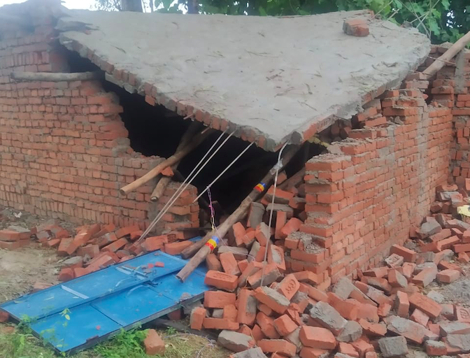 विकास अस्पताल के मालिक भीष्म सिंह समेत 30 लोगों के खिलाफ़ मामला दर्ज, भीष्म सिंह फरार