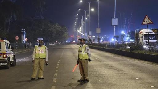 अनलॉक की राह तकती मुंबई , तीसरी लहर की आशंका के मध्य फिर से बढ़ाई गई पाबंदियां