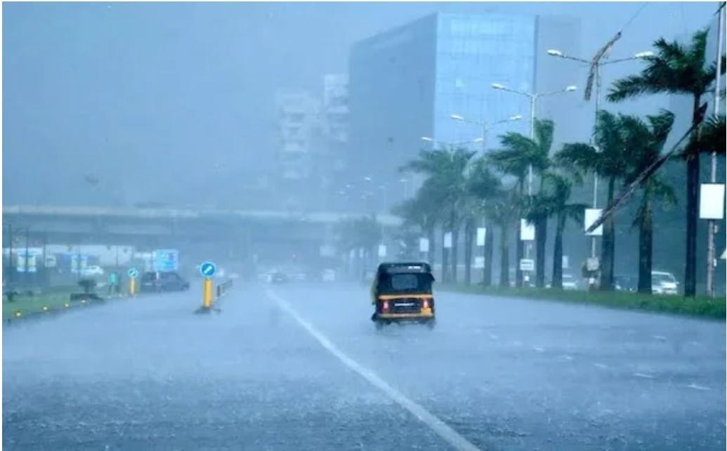 अगले 24 घण्टे मुंबई के लिए खतरनाक बारिश से मुश्किल हालातों की संभावना-मौसम विभाग ने जारी किया रेड अलर्ट